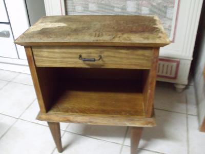 vieille table de nuit a refaire avant. Black Bedroom Furniture Sets. Home Design Ideas